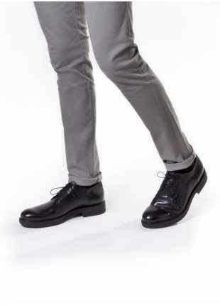 scarpa bassa stringata John Barritt, in pelle vintage derby liscio con suola in gomma, colore nero. Composizione 100% pelle. Nero