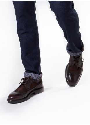 scarpa bassa stringata John Barritt, in pelle/camoscio derby coda di rondine con suola in gomma, colore marrone. Composizione 100% pelle. Marron Chiaro