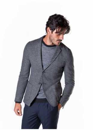 giacca uomo John Barritt vestibilita slim, sfoderata, due bottoni, bottoni colorati su fondo manica. Tessuto jersey in micro-fantasia. Composizione 97% cotone 3% poliammide. Grigio Medio Melange
