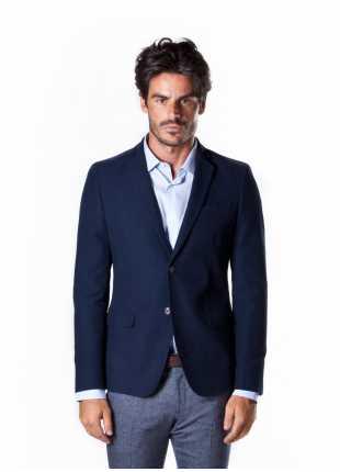 giacca uomo John Barritt vestibilita slim, due bottoni, doppio spacco, bottoni colorati su fondo manica, amf e toppe in contrasto. Colore blu. Composizione 100% cotone.  Sky Blue