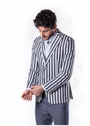 giacca uomo John Barritt vestibilita slim, sfoderata, due bottoni, doppio spacco, tasche a toppa. Tessuto in misto cotone, fantasia a righe. Composizione 99% cotone 1% poliammide. Blue