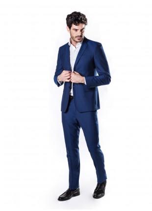 abito uomo primavera-estate John Barritt vestibilita slim, due bottoni, due spacchi e amf. Lunghezza giacca 74 cm. Tessuto con micro fantasia jacquard. Composizione 70% lana 30% poliestere. Bluette