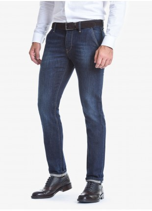Jeans uomo John Barritt con tasche america davanti, vestibilità slim, in denim elasticizzato stone wash blu. Composizione 99% cotone 1% elastan. Blue