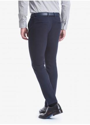 Pantalone sartoriale uomo John Barritt vestibilità slim. Tessuto in maglia. Composizione 100% cotone. Blue