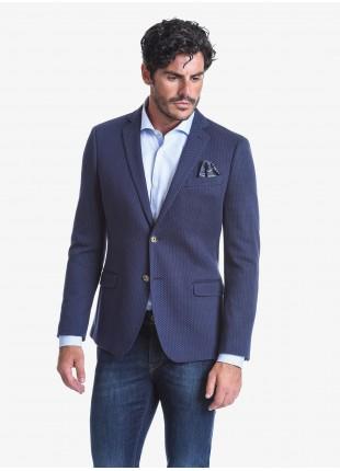 Giacca uomo John Barritt vestibilità slim, foderata, due bottoni, doppio spacco, tasche a pattina, amf e pochette. Tessuto in maglia con micro fantasia. Composizione 100% cotone. Sky Blue
