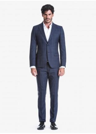 Abito uomo autunno-inverno John Barritt vestibilità slim, due bottoni, due spacchi e amf. Lunghezza giacca 72 cm. Tessuto con fantasia galles. Composizione 70% lana 30% poliestere. Blue