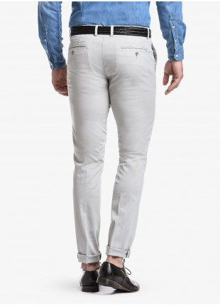 John Barritt man chinos, slim fit, in stretch cotton fabric with micro design, garment-dye. Composition  97% cotton 3% elastane. Ice