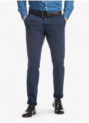 John Barritt man chinos, slim fit, in stretch cotton fabric with micro design, garment-dye. Composition  97% cotton 3% elastane. Blue