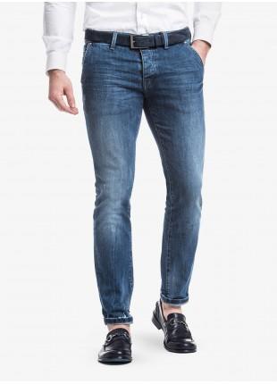 Jeans uomo John Barritt con tasche america davanti, vestibilita slim, in denim elasticizzato stone wash blu. Composizione 99% cotone 1% elastan. Sky Blue