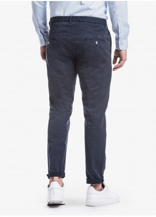 John Barritt man pants with one pleats on front, side-front pockets on front and welt pockets on back. Stretch cotton fabric, garment-dyed. Composition 98% cotton 2% elastane. Blue