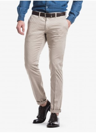 John Barritt man chinos, slim fit, in stretch cotton fabric with micro jacquard, garment-dyed. Composition 97% cotton 3% elastane. Beige