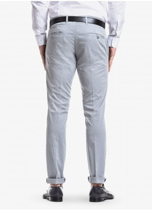 John Barritt man chinos, slim fit, in stretch cotton fabric with micro jacquard, garment-dyed. Composition 97% cotton 3% elastane.  Light Grey Kingdom