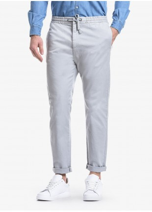 John Barritt man pants, slim fit, waistband with elastic inside and coulisse, side-front pockets on front and welt pockets on back. Stretch cotton fabric, garment-dyed. Composition 98% cotton 2% elastane.  Light Grey Kingdom