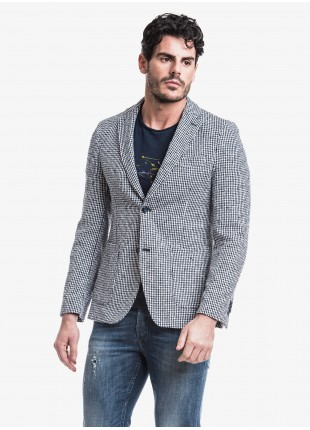 John Barritt man jacket, slim fit, half body lining, two buttons, double vent, patch pockets. Mixed cotton fabric with micro pattern, color white/blue. Composition 81% cotton 19% polyamide. Bluette