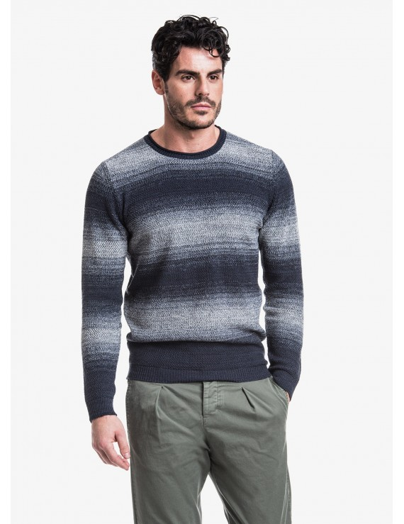 John Barritt man crew neck sweater, slim fit, fancy knitted stitching with fade effect. Composition 53% cotton 47% acrylic. Bluette