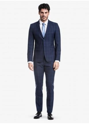 Abito uomo primavera-estate John Barritt vestibilita slim, due bottoni, due spacchi e amf. Lunghezza giacca 72 cm. Tessuto in misto lana con fantasia a quadri. Composizione 70% lana 30% poliestere. Sky Blue