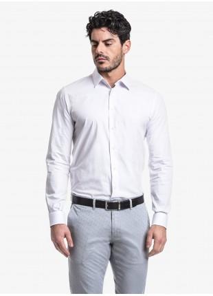 Camicia uomo John Barritt, slim fit, in cotone operato stretch, collo italiano, colore bianco. Composizione 97% cotone 3% elastan. White