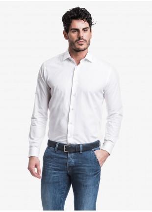 Camicia uomo John Barritt, slim fit, in twill di cotone bianco con asola colorata, mezzo collo francese. Composizione 100% cotone. White