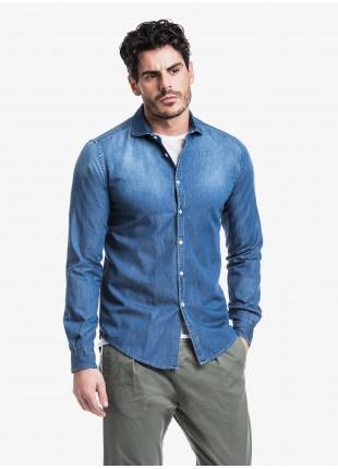 Camicia uomo John Barritt, slim fit, in tessuto denim, mezzo collo francese, colore blu medio. Composizione 100% cotone. Blue