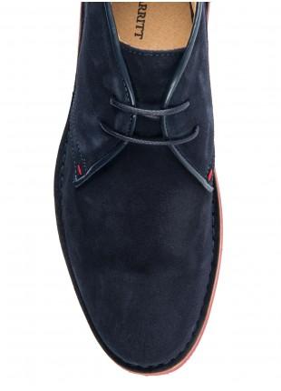 Scarpa uomo John Barritt, modello polacchino in pura pelle scamosciata. Colore blu. Suola in gomma colorata.