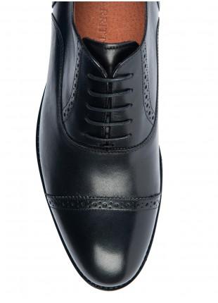 Scarpa bassa uomo stringata francesina John Barritt in pura pelle puntale ricamato. Colore nero.