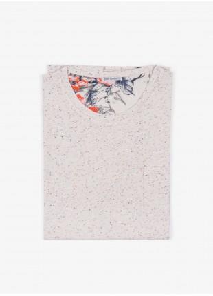 T-shirt John Barritt, slim fit, girocollo manica corta e taschino petto. Jersey bottonato, panna. 100% cotone.