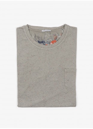 John Barritt man t-shirt, slim fit, crew neck fit with short sleeve and small pocket on chest. Fancy jersey, color sage green. Composition 100% cotton.  Military Green