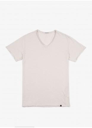 T-shirt John Barritt, slim fit, scollo a V, panna. 100% cotone.