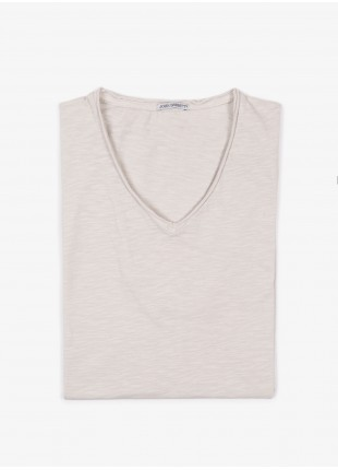 John Barritt man t-shirt, slim fit, V neck fit with raw edge details and short sleeve. Flamed cotton jersey, color old white. Composition 100% cotton. White