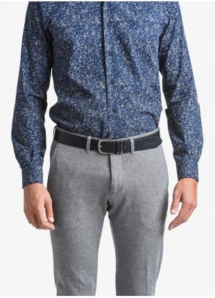 Cintura uomo John Barritt, regolabile, altezza 3.5 cm, colore blu, in pura pelle con passante sganciabile in metallo. Fibbia in metallo galvanica nikel satinato. Composizione 100% pelle. Blue