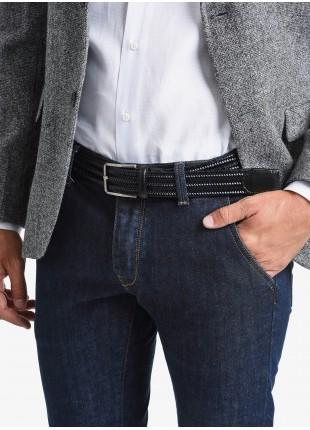 Cintura uomo John Barritt, regolabile, altezza 3.5 cm, bicolore nero/blu, in pelle elastica. Fibbia in metallo galvanica nikel satinato. Composizione 100% pelle. Nero