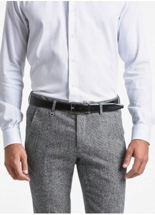 Cintura uomo John Barritt, regolabile, altezza 3 cm, in pelle spazzolata di colore nero. Fibbia in metallo galvanica nikel satinato con passante in metallo. Composizione 100% pelle. Nero