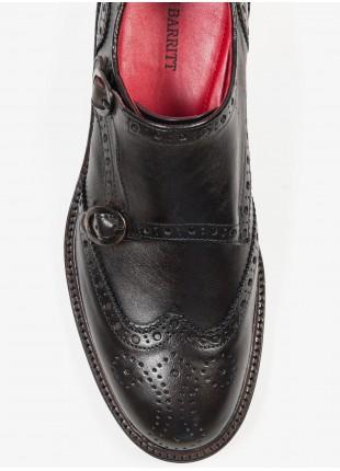 Scarpa bassa uomo John Barritt, modello doppia fibbia con ricamo giglio, color testa di moro, suola in cuoio con inserzione in gomma. Composizione 100% pelle. Marron Chiaro