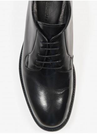 Scarpa bassa uomo John Barritt, modello stringata liscia, colore nero. Composizione 100% pelle. Nero