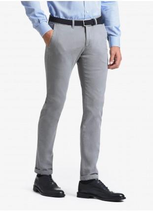 Pantalone chinos uomo John Barritt, vestibilita slim, in cotone elasticizzato lavato. Composizione 98% cotone 2% elastan. Grigio Medio Unito