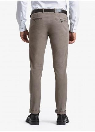Pantalone chinos uomo John Barritt, vestibilita slim, in cotone elasticizzato lavato. Composizione 98% cotone 2% elastan. Marron Chiaro
