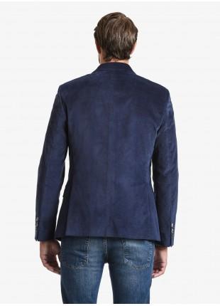 Giacca uomo John Barritt vestibilita slim, foderata, due bottoni, doppio spacco, tasche a pattina, amf e pochette. Tessuto in velluto liscio elasticizzato, colore blu. Composizione 98% cotone 2% elastan. Sky Blue