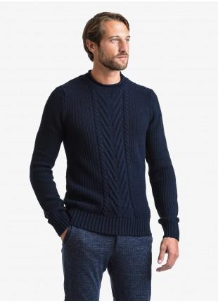 Maglia uomo John Barritt vestibilita slim, girocollo con punto fantasia. Composizione 50% lana 50% acrilico. Blue