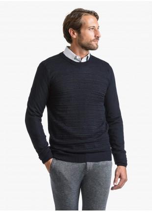 Maglia uomo John Barritt vestibilita slim, girocollo, punto fantasia davanti. Composizione 50% lana 50% acrilico. Blue