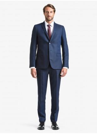 Abito uomo autunno-inverno John Barritt vestibilita slim, due bottoni, due spacchi e amf. Lunghezza giacca 72 cm. Tessuto elasticizzato in poliestere/viscosa. Composizione 82% poliestere 16% viscosa 2% elastan. Sky Blue