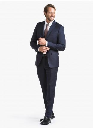 Abito uomo autunno-inverno John Barritt vestibilita regular, due bottoni, due spacchi e amf. Lunghezza giacca 74 cm. Tessuto in lana stretch con micro armatura. Composizione 98% lana 2% elastan. Blue