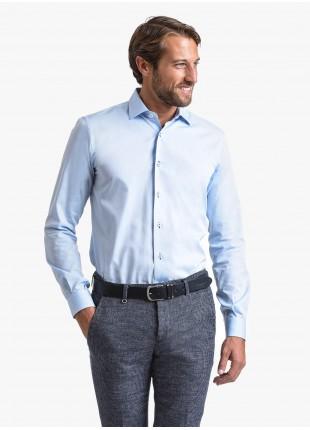 Camicia uomo John Barritt, slim fit, in twill di cotone con asole in contrasto blu, collo mezzo francese, colore azzurro. Composizione 100% cotone.  Blue