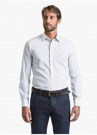 Camicia uomo John Barritt, slim fit, in popeline di cotone stampato con fantasia a pois, collo italiano, colore bianco/blu. Composizione 100% cotone. White