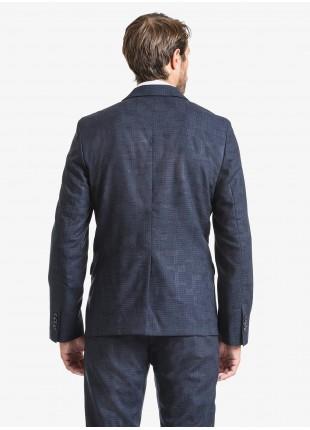 Giacca uomo John Barritt vestibilita slim, revers a lancia, foderata, due bottoni, doppio spacco, tasche a pattina. Tessuto in pura lana con micro fantasia, colore blu. Composizione 100% lana vergine. Blue