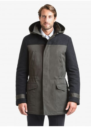 John Barritt man jacket, bimaterial fabric, full body lining with padding, closure by zip and buttons, inside adjustable coulisse, detachable hood. Composition 62% polyester 38% cotton.  Military Green