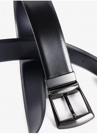 Cintura uomo John Barritt, regolabile, altezza 3.5 cm, double-face in pelle colore blu/nero. Fibbia in metallo galvanica canna di fucile opaco. Composizione 100% pelle. Nero