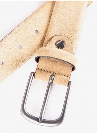 John Barritt man belt, adjustable, height 3.5 cm, in suede leather color beige. Metal buckle color matt metal gun. Composition 100% lamb leather. Medium Beige