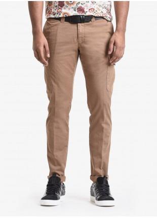 Pantalone uomo John Barritt, modello tasconato, vestibilita slim, in cotone tinto capo. Composizione 98% cotone 2% elastan. Marrone Bruciato