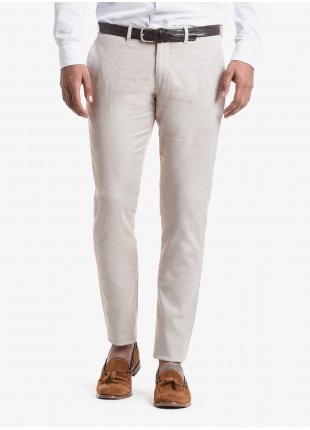 John Barritt man chinos, slim fit, in stretch cotton fabric with micro design. Composition 97% cotton 3% elastane. Beige