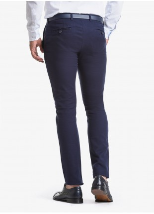 John Barritt man chinos, slim fit, in stretch cotton fabric with micro design. Composition 97% cotton 3% elastane. Blue